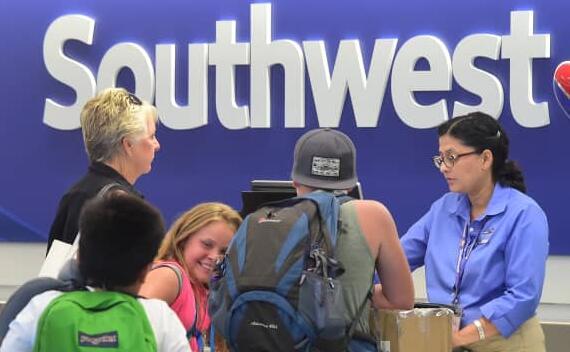 西南航空公司提供价值300美元的员工推荐奖金 因为航空公司正在努力填补职位空缺