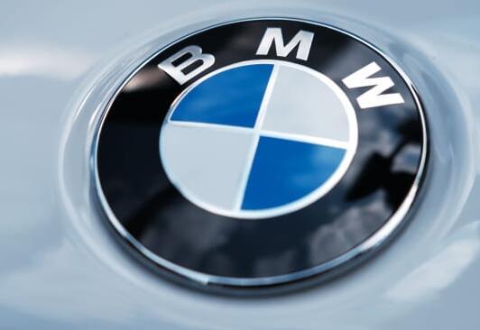 宝马获得电动汽车电池资金 旨在与传统发动机相媲美