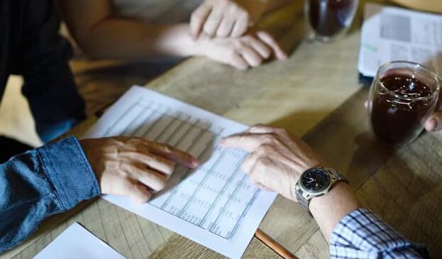更多的401(k)计划正在增加Roth账户但投资者并未跟进
