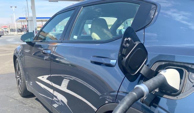 美国电动汽车充电网络还没准备好迎接你的家庭公路旅行 更不用说预期的新车浪潮了