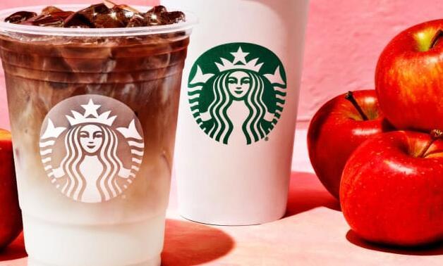 星巴克的新苹果脆玛奇朵加入了秋季菜单上的南瓜香料拿铁