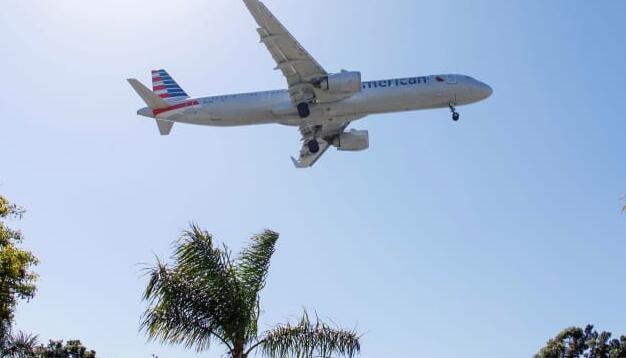 美国航空公司表示由于病例增加 8月收入低于预期