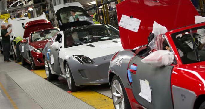 由于芯片短缺和工人缺勤 英国汽车产量跌至1956年以来的最低水平