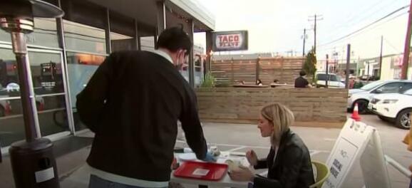 餐馆在历来紧张的劳动力市场中努力应对疫苗强制政策