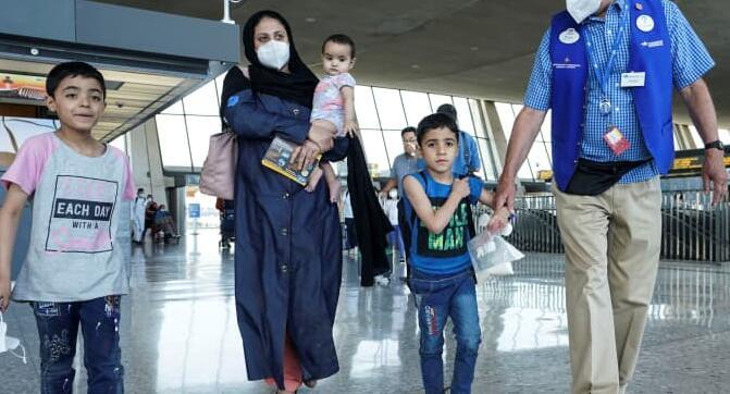 住房与工作和免费电话 企业如何支持阿富汗难民