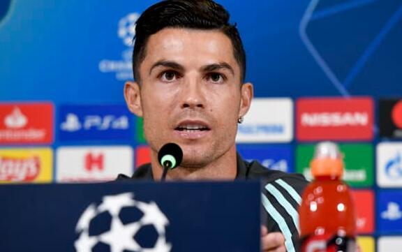 随着合同细节的披露 克里斯蒂亚诺·罗纳尔多正式与曼联签约