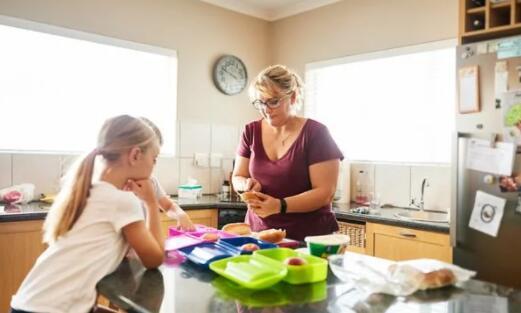 由于扩大了儿童税收抵免 330万个家庭的粮食不安全状况有所减轻