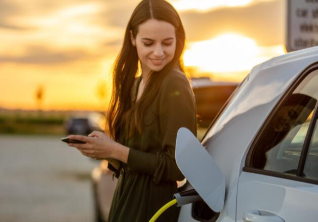领先的汽车制造商对电动汽车表现出更大的兴趣尤其是氢燃料电池技术