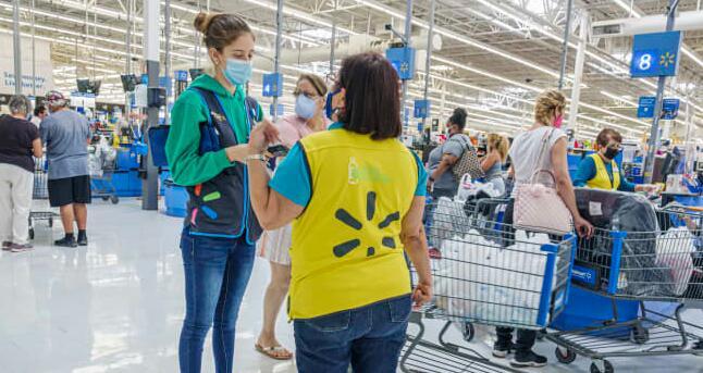 沃尔玛终止向店员发放季度奖金因为它提高了员工的时薪