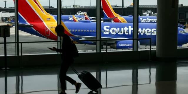 西南航空为航班取消道歉 称运营正在稳定